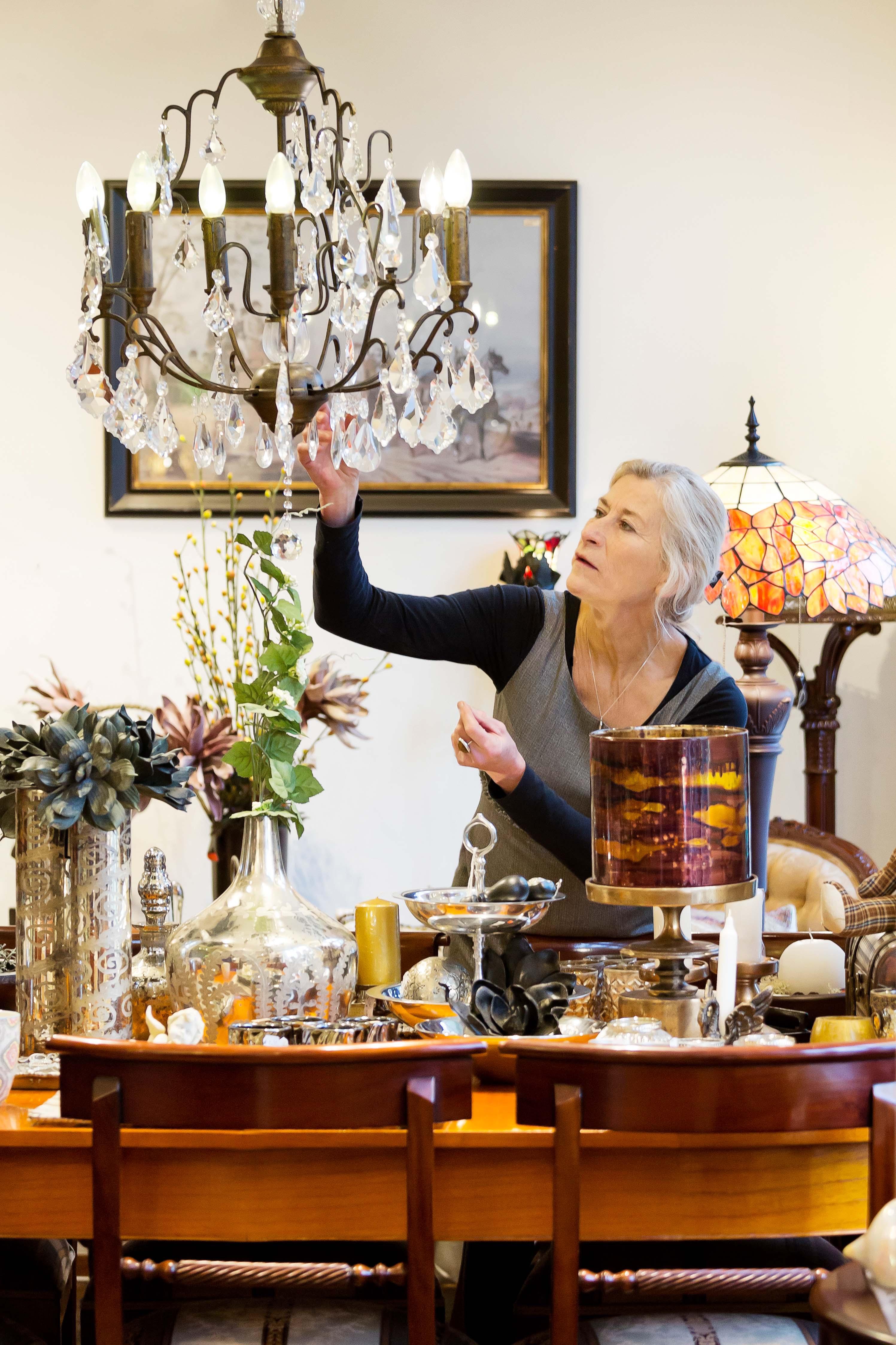 Edith in haar Woondecoratie Winkel